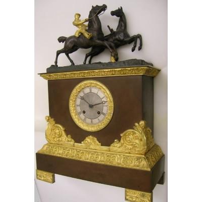 Bronzen pendule met paard en ruiter