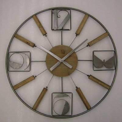 Houten klok met metalen cijfers CB301