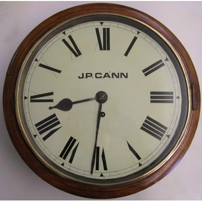 Engelse pubklok met snek uurwerk